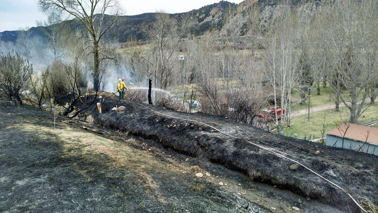 Crews snuff out brush fire south of Glenwood Springs ...