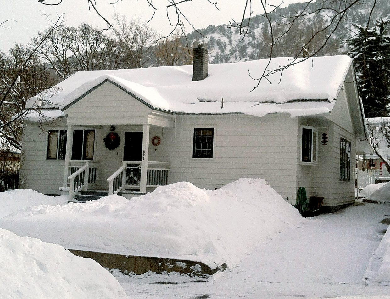 Glenwood springs house fire quickly contained for Glenwood house