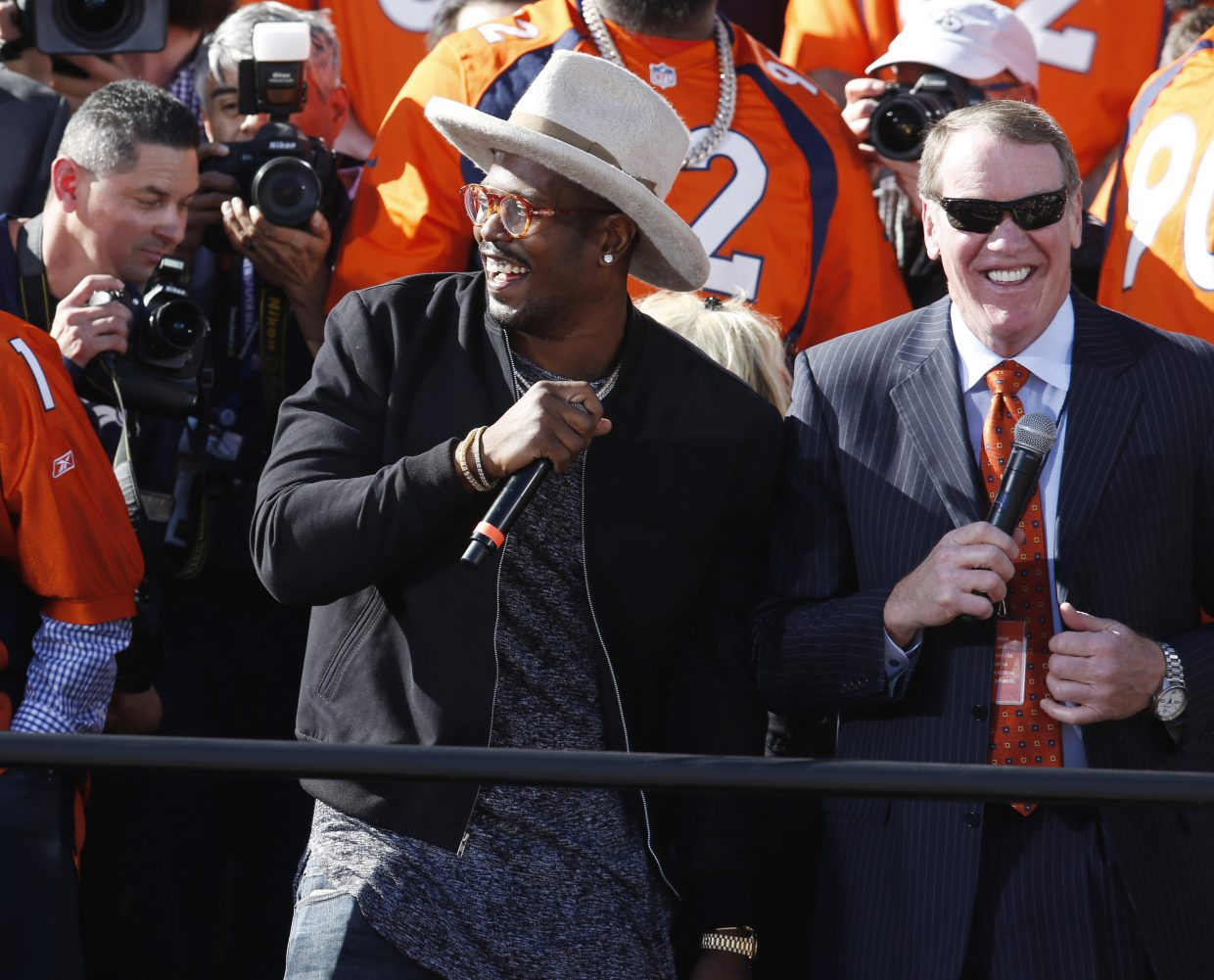 Denver Broncos outside linebacker Von Miller, center, jokes with teammates at a rally following a parade through downtown Tuesday, Feb. 9, 2016 in Denver. Fans crowded into Denver's downtown to salute the Broncos for the team's victory over the Carolina Panthers in Super Bowl 50. (AP Photo/David Zalubowski)