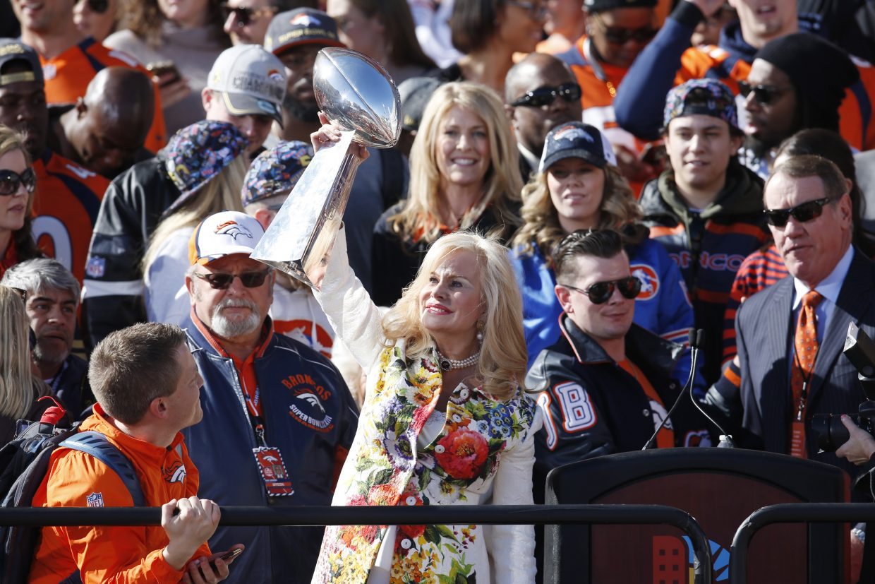 Annabelle Bowlen, center, wife of Denver Broncos owner Pat Bowlen, hoists the Lombardi Trophy at a rally following a parade through downtown Tuesday, Feb. 9, 2016 in Denver. Fans crowded into Denver's downtown to salute the Broncos for the team's victory over the Carolina Panthers in Super Bowl 50. (AP Photo/David Zalubowski)