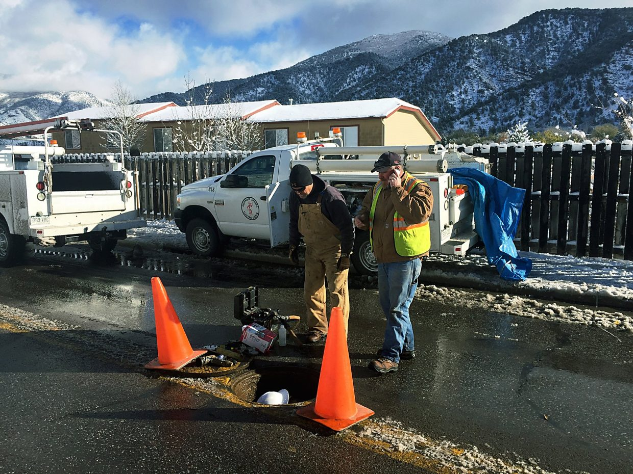 A city electric crew works Wednesday morning on Midland Avenue to restore power to south Glenwood Springs.