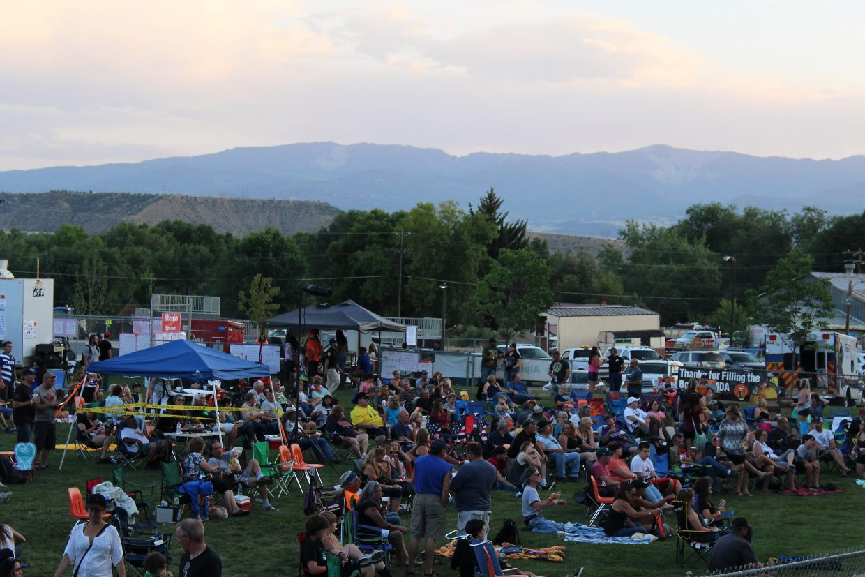 Stoney Ridge Park starts to fill up during the kickoff to SIlt HeyDays Friday.