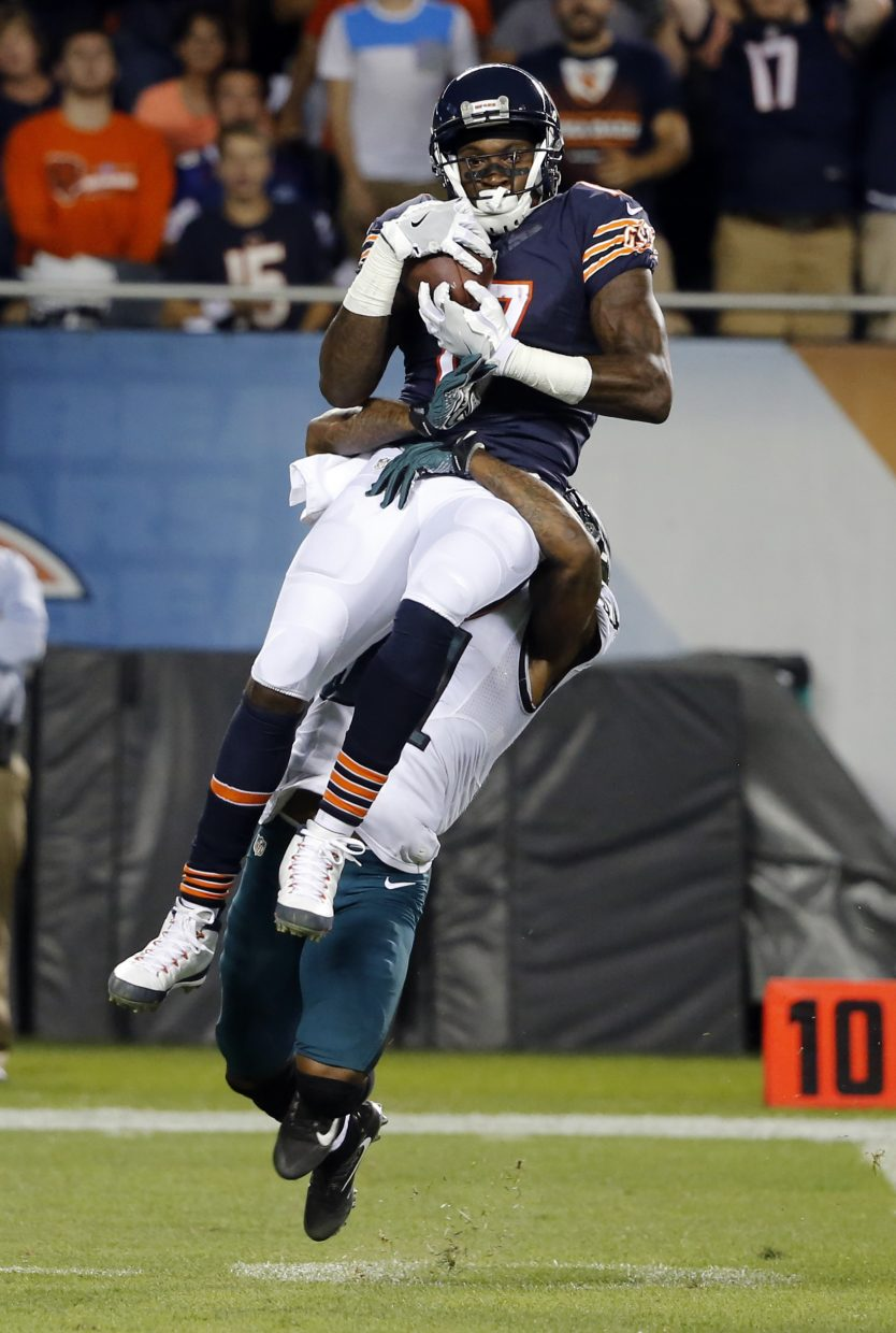 Chicago Bears wide receiver Alshon Jeffery (17) makes a catch against Philadelphia Eagles free safety Jalen Mills (31) during the first half of an NFL football game, Monday, Sept. 19, 2016, in Chicago. (AP Photo/Charles Rex Arbogast)