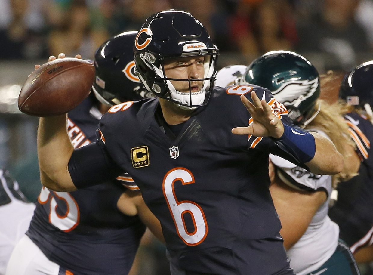 Chicago Bears quarterback Jay Cutler (6) throws a pass during the first half of an NFL football game against the Philadelphia Eagles, Monday, Sept. 19, 2016, in Chicago. (AP Photo/Nam Y. Huh)