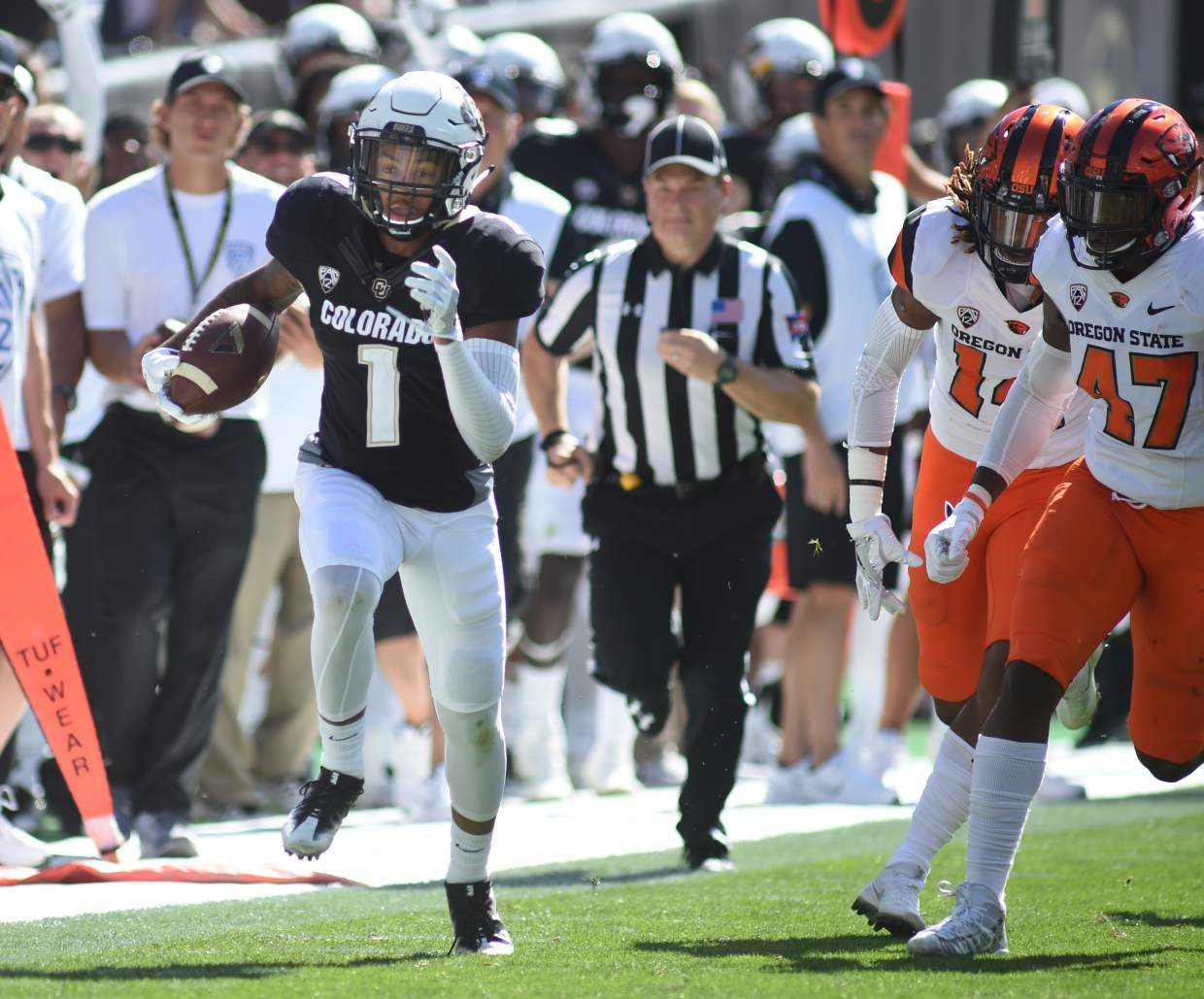 Colorado's Shay Fields runs for his third touchdown against Oregon State during an NCAA college football game Saturday, Oct. 1, 2016, in Boulder, Colo. (Cliff Grassmick/Daily Camera via AP)