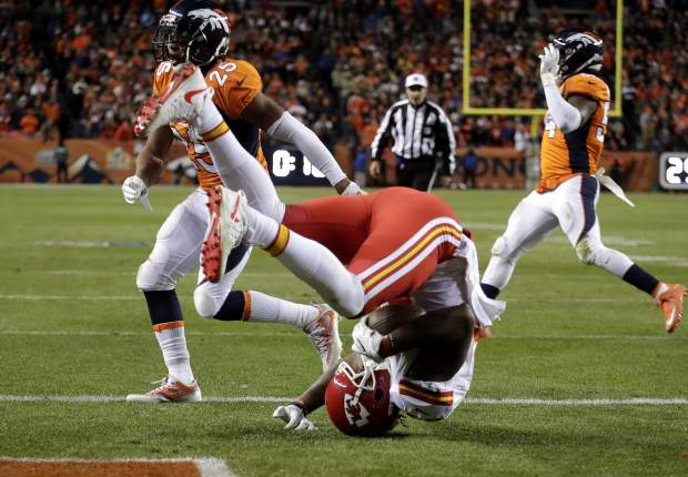Kansas City Chiefs tight end Demetrius Harris (84) catches a two-point conversion to tie the game as Denver Broncos cornerback Chris Harris (25) defends during the second half of an NFL football game, Sunday, Nov. 27, 2016, in Denver. (AP Photo/Jack Dempsey)