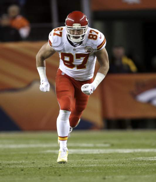 Kansas City Chiefs tight end Travis Kelce (87) lines up against the Denver Broncos during the first half of an NFL football game, Sunday, Nov. 27, 2016, in Denver. (AP Photo/Joe Mahoney)