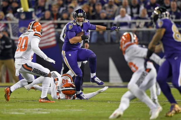 Baltimore Ravens tight end Dennis Pitta (88) rushes the ball in the first half an NFL football game against the Cleveland Browns, Thursday, Nov. 10, 2016, in Baltimore. (AP Photo/Nick Wass)