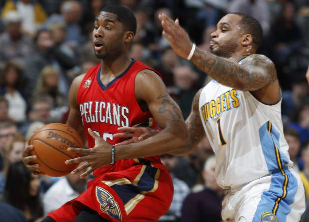 New Orleans Pelicans guard E'Twaun Moore, left, pulls in a loose ball as Denver Nuggets guard Jameer Nelson defends in the first half of an NBA basketball game, Sunday, March 26, 2017, in Denver. (AP Photo/David Zalubowski))