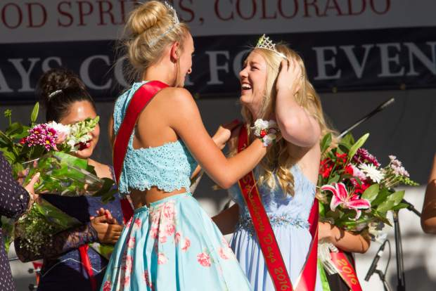 The 2015 Miss Strawberry Days queen Bre LEstrange crowns Abby Kruse as the new Miss Strawberry Days for 2016. First runner up went to Paige Harlow, second runner up Katie Bianco and Miss Congeniality went to Lily Orben.
