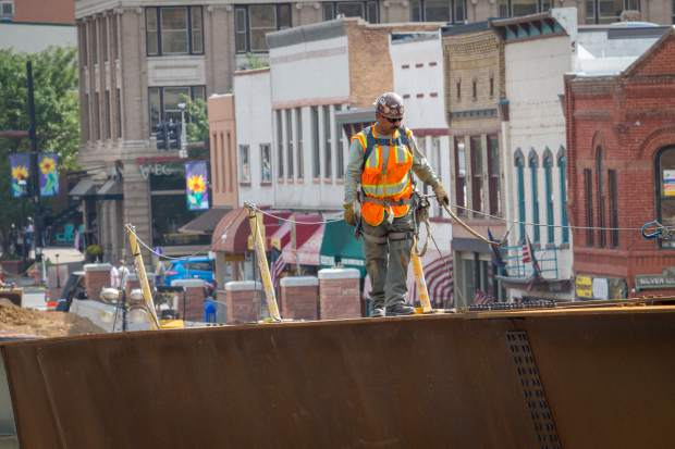Crews continue plaing the steel girders on the south end of the new Grand Avenue bridge.