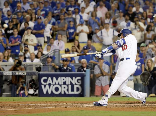 Los Angeles Dodgers' Justin Turner hits a three-run walk off home run against the Chicago Cubs during the ninth inning of Game 2 of baseball's National League Championship Series in Los Angeles, Sunday, Oct. 15, 2017.(AP Photo/Matt Slocum)