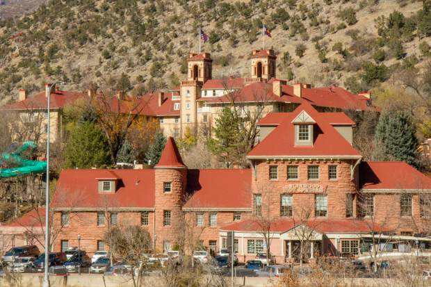 New Glenwood Springs fundraiser serves up food and spirits for schoolbooks