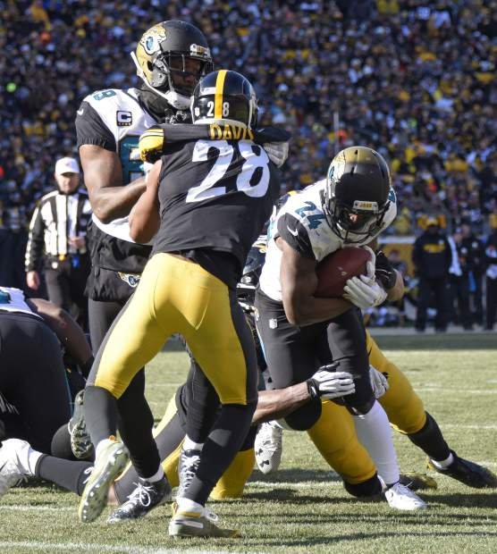 Jacksonville Jaguars running back T.J. Yeldon (24) runs for a touchdown during the first half of an NFL divisional football AFC playoff against the Pittsburgh Steelers game in Pittsburgh, Sunday, Jan. 14, 2018. (AP Photo/Don Wright)