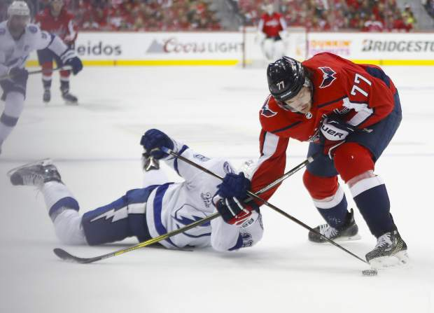 Tampa Bay Lightning left wing Ondrej Palat, left, and Washington Capitals right wing T.J. Oshie (77) fight for control of the puck during the second period of Game 4 of the NHL hockey Eastern Conference finals Thursday, May 17, 2018, in Washington. (AP Photo/Pablo Martinez Monsivais)