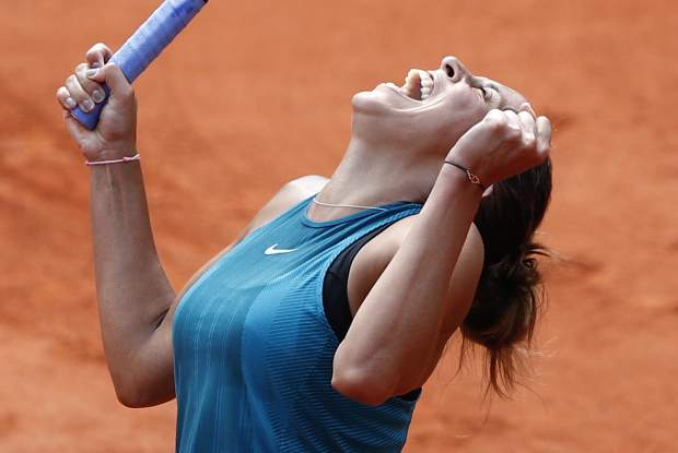 Madison Keys of the U.S. celebrates as she defeats Romania's Mihaela Buzarnescu during their fourth round match of the French Open tennis tournament at the Roland Garros stadium, Sunday, June 3, 2018 in Paris. Keys won 6-1, 6-4. (AP Photo/Christophe Ena)