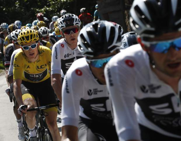 Team Sky with Britain's Geraint Thomas, wearing the overall leader's yellow jersey, and Britain's Chris Froome, to his right, sets the pace for the pack during the fifteenth stage of the Tour de France cycling race over 181.5 kilometers (112.8 miles) with start in Millau and finish in Carcassonne, France, France, Sunday July 22, 2018. (AP Photo/Christophe Ena)