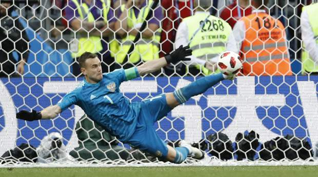 Russia goalkeeper Igor Akinfeev saves the last penalty shot by Spain's Iago Aspas during the round of 16 match between Spain and Russia at the 2018 soccer World Cup at the Luzhniki Stadium in Moscow, Russia, Sunday, July 1, 2018. (AP Photo/Antonio Calanni)