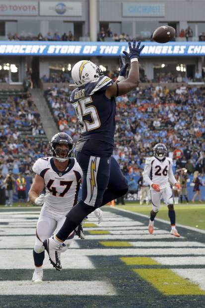 Los Angeles Chargers tight end Antonio Gates catches a touchdown pass over Denver Broncos inside linebacker Josey Jewell during the second half of an NFL football game Sunday, Nov. 18, 2018, in Carson, Calif.(AP Photo/Marcio Jose Sanchez)