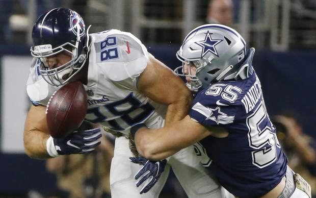 Tennessee Titans tight end Luke Stocker (88) bobbles the ball as Dallas Cowboys linebacker Leighton Vander Esch (55) defends during the first half of an NFL football game, Monday, Nov. 5, 2018, in Arlington, Texas. (AP Photo/Michael Ainsworth)