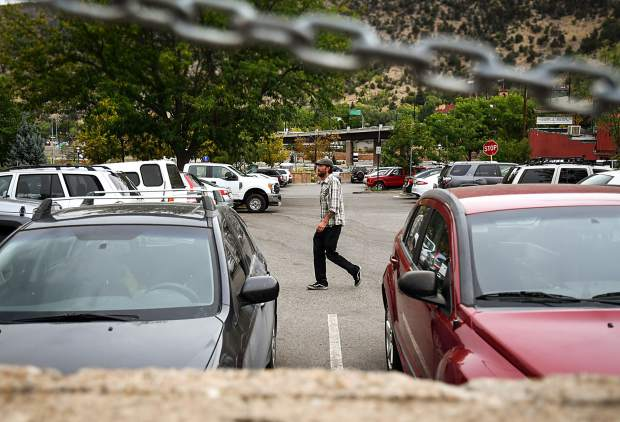 Glenwood Springs City Council rescinds $50 fee for downtown residential parking permits