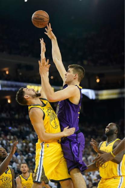 Los Angeles Lakers center Ivica Zubac (40) shoots over Golden State Warriors guard Klay Thompson (11) during the first half of an NBA basketball game Tuesday, Dec. 25, 2018, in Oakland, Calif. (AP Photo/Tony Avelar)
