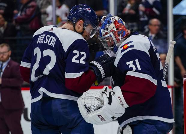Wilson Breaks Out Of Scoring Funk Avalanche Beat Blackhawks 4 2