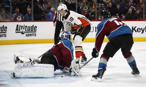 Corey Perry scores late, Ducks beat the Avalanche 5-3