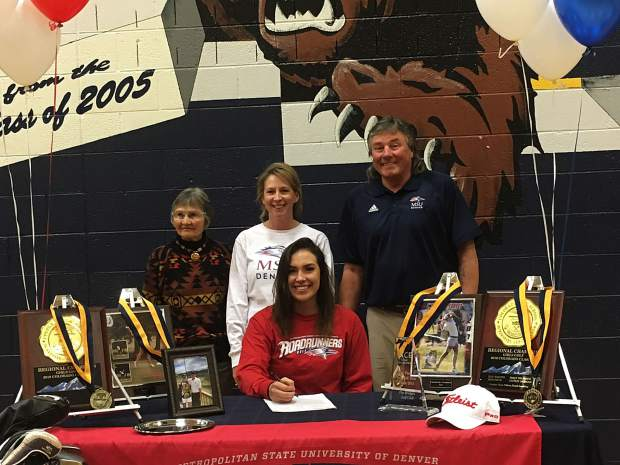 Rifle's Smith signs with Metro State to play golf