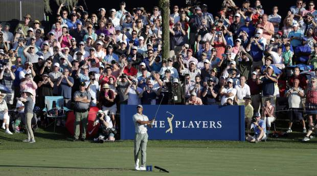 Fleetwood, Bradley tied for lead at Players