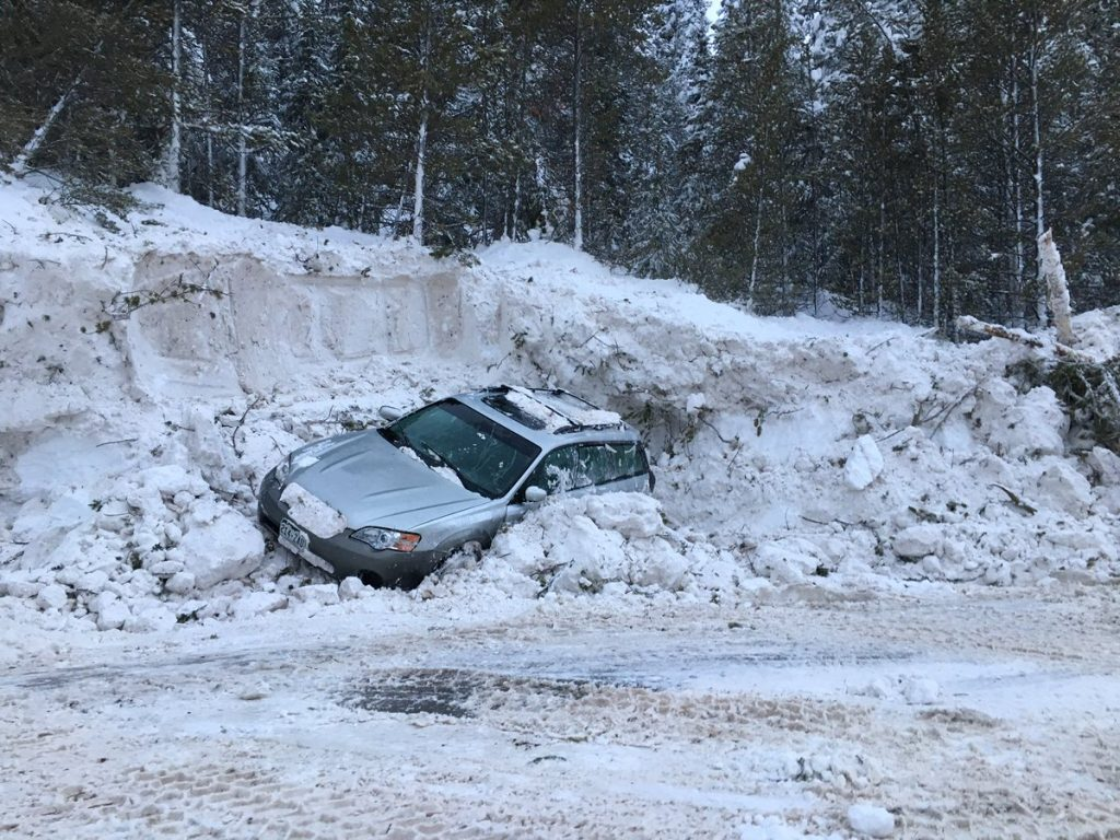 Multiple cars buried after avalanche on Highway 91 near Copper Mountain