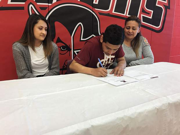 Glenwood Springs soccer's Leo Mireles signs with Colorado Mesa University