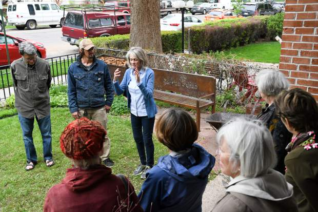 Past Garden Club President Ann English introduces metal worker Jeff Hulslander to members of the club during the bench dedication at the Glenwood Historical Society on Wednesday afternoon.