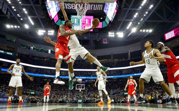 Leonard scores 35, Raptors beat Bucks 105-99 for 3-2 lead