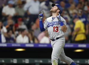 Taylor, Muncy help Dodgers stage another late win over Rox