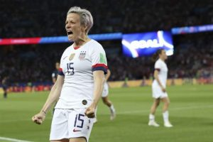 Rapinoe has 2 goals and U.S. knocks France out 2-1