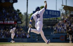 Rookie trifecta: Smith delivers 3rd straight walk-off for LA