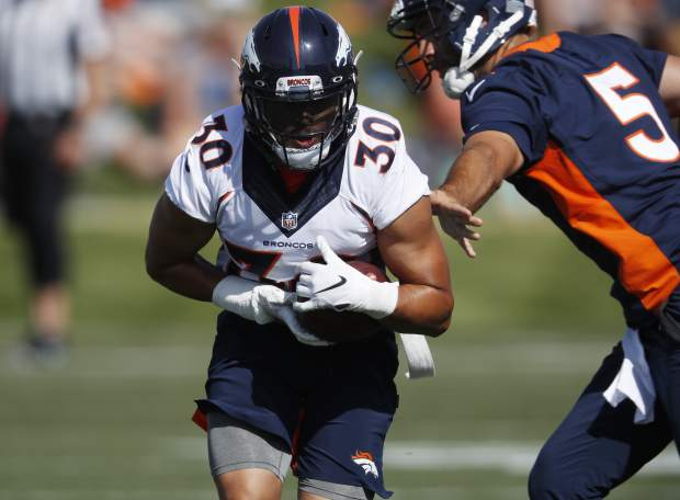 Sanders, Lindsay shine, Davis hurt at Broncos camp opener