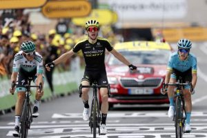 Dennis quits Tour in bizarre way, Yates wins in Pyrenees