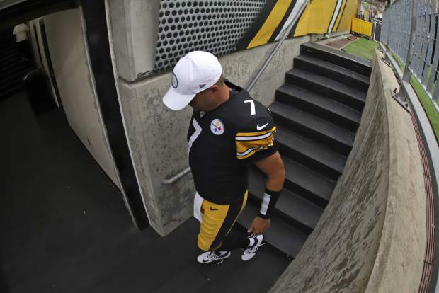 Pittsburgh Steelers quarterback Ben Roethlisberger heads to the locker room as time runs out in a 28-26 loss to the Seattle Seahawks in an NFL football game in Pittsburgh, Sunday, Sept. 15, 2019. Roethlisberger did not play the second half of the game. (AP Photo/Gene J. Puskar)