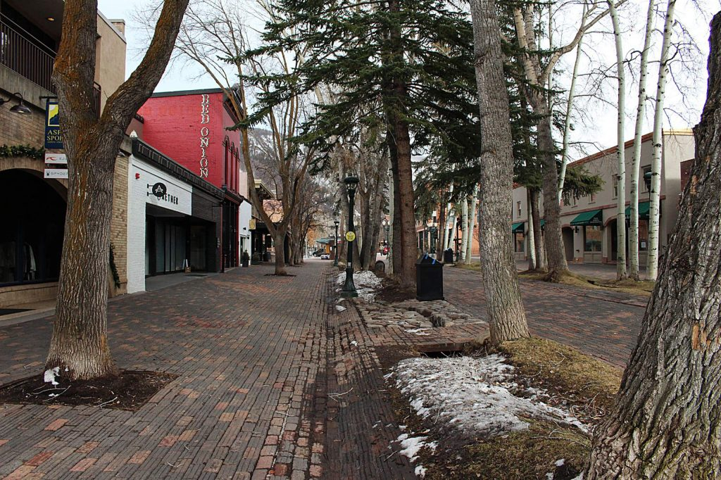 An empty view of the Aspen pedestrian mall near Cooper Avenue, March 30, 2020. (Maddie Vincent/The Aspen Times)